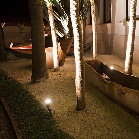 Confira 9 tipos de iluminação de jardim e crie uma área externa surpreendente!
