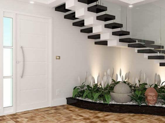 Veja como criar um jardim embaixo da escada e inspire-se com 31 exemplos